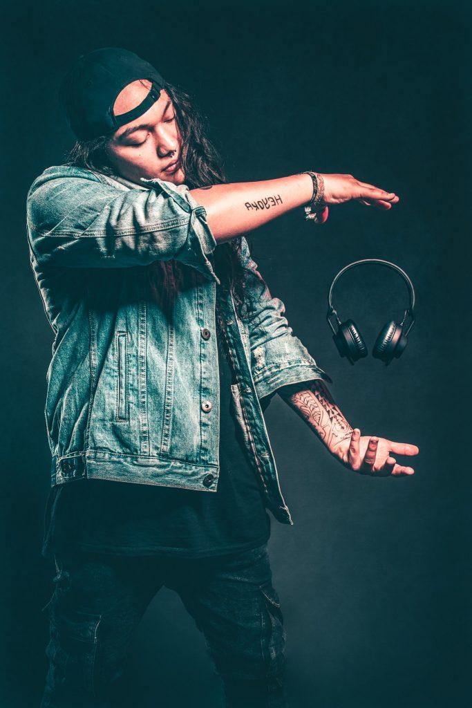 Best DJ Headphones floating