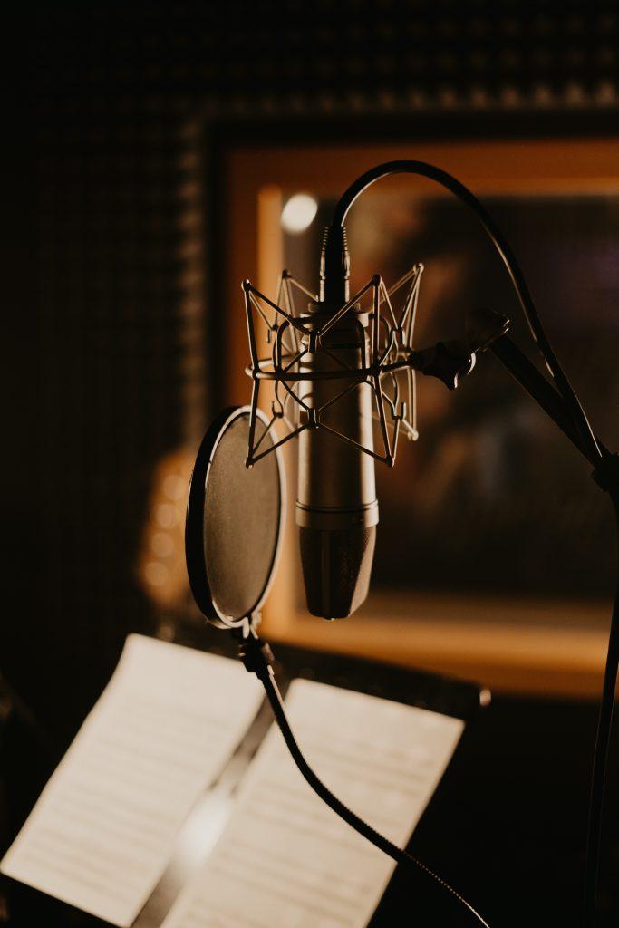 singing ribbon microphone
